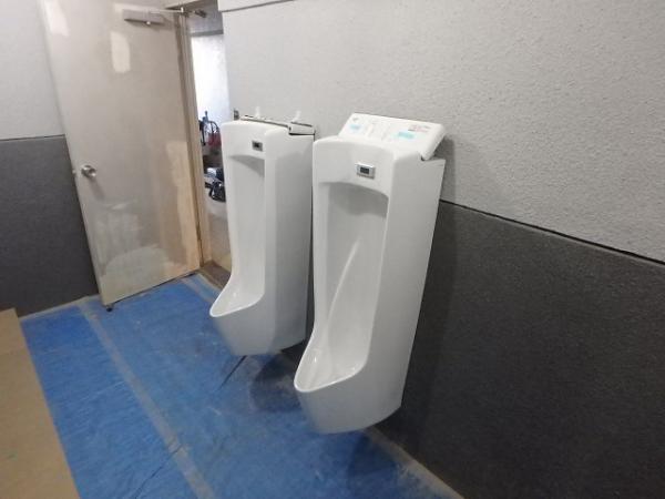 (11)男子トイレ小便器取付