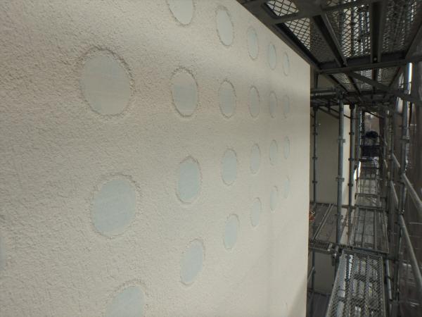 (13).南面ガラスブロック壁周り塗装2