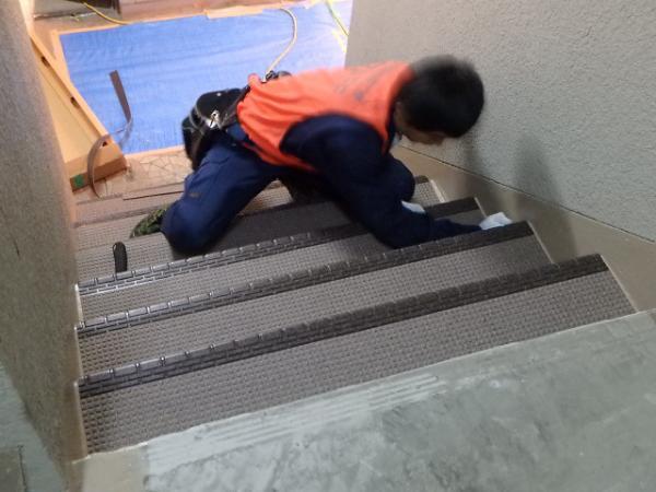 (14)共用廊下長尺シート貼り