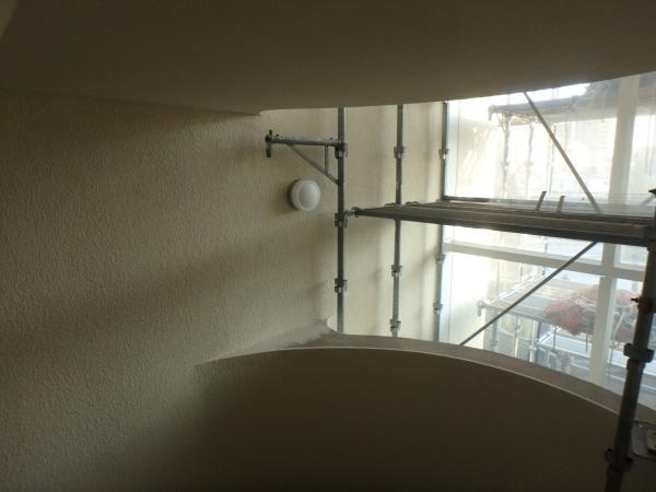 (14)共用階段塗装1