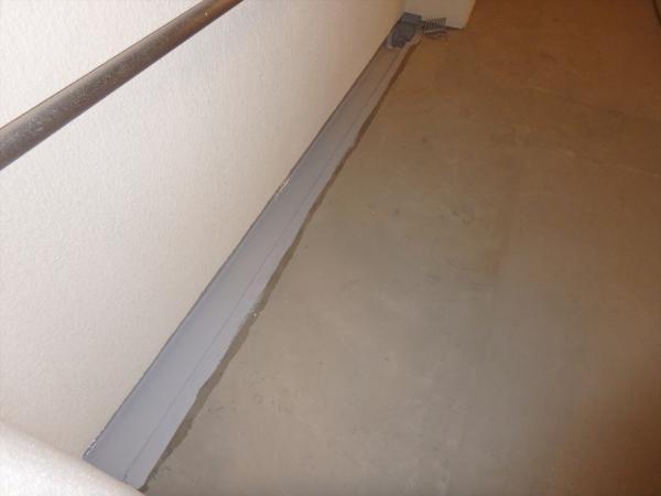 (14)1階廊下排水溝防水塗装