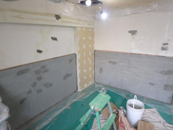 (2) .トイレ壁下地補修2