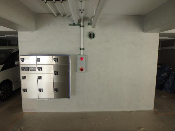 (2)地下駐車場壁面仕上げ塗装2