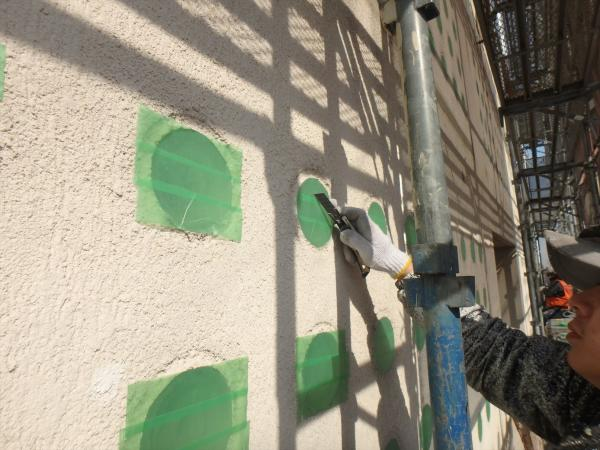 (4)南面ガラスブロック枠養生作業2