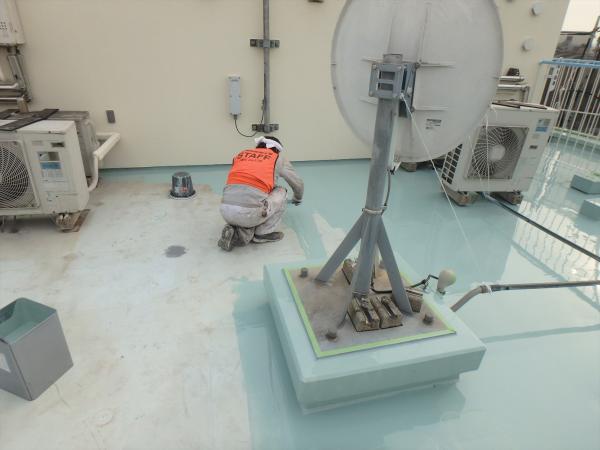 (5)最上階防水塗装1層目1