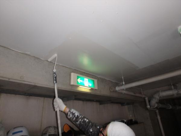 (7)駐車場天井塗装3