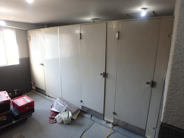 (8)トイレパーテーション復旧