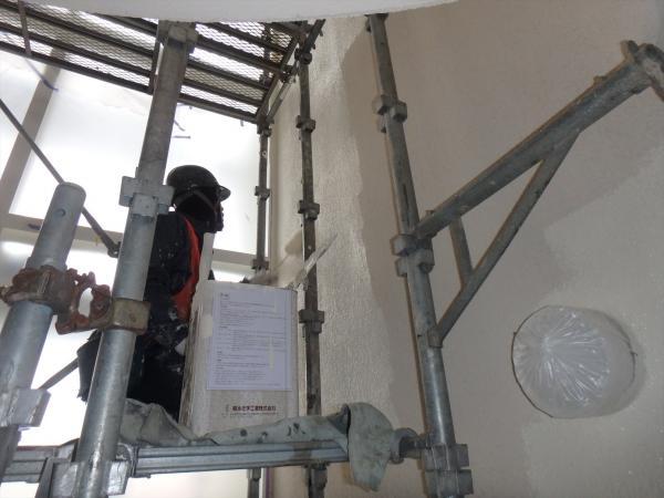 (8)共用部階段吹き抜け塗装1