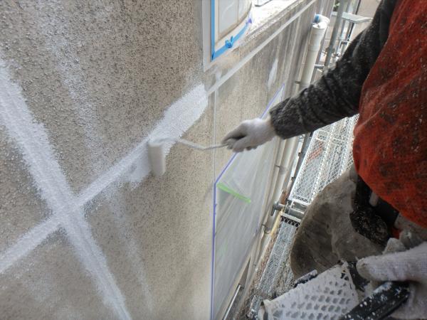 (8)北側壁面打ち継ぎ目地下地塗装1