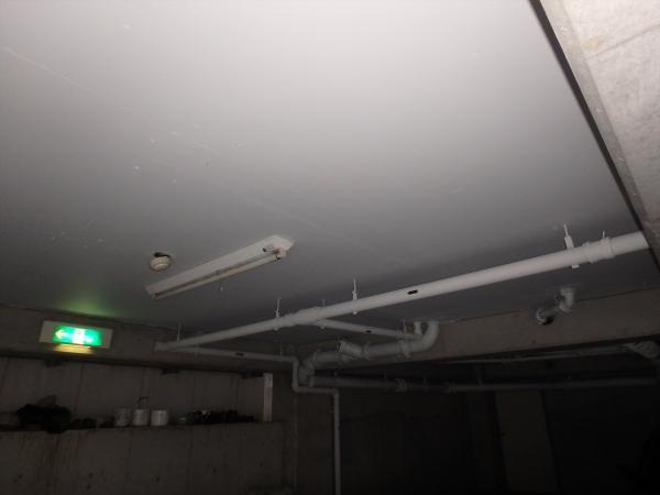 (8)駐車場天井塗装4