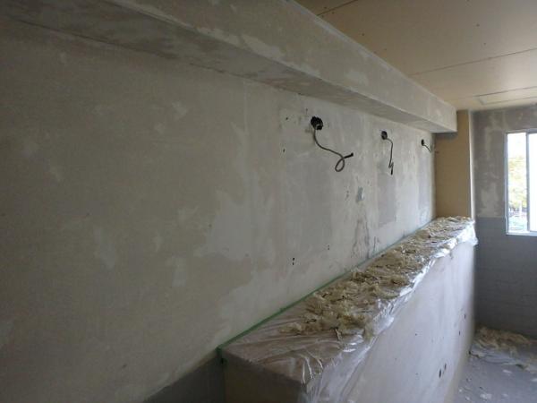 (9)トイレ壁既存クロス剥離