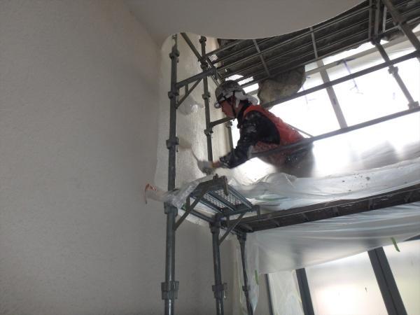 (9)共用部階段吹き抜け塗装2