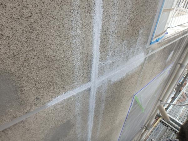 (9)北側壁面打ち継ぎ目地下地塗装2