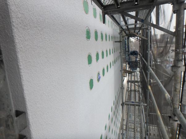 (9)南面ガラスブロック周り塗装作業1
