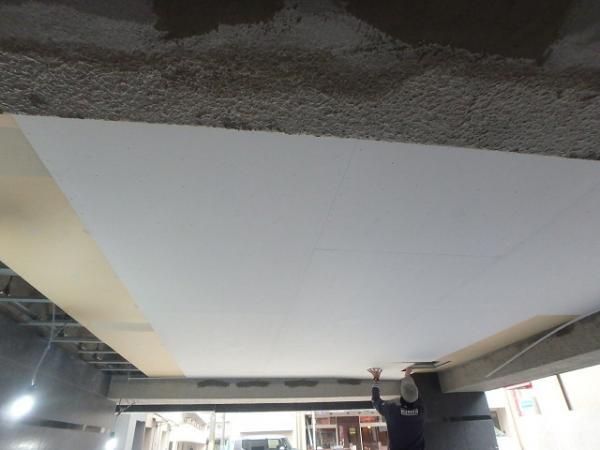 (1) エントランス天井貼り