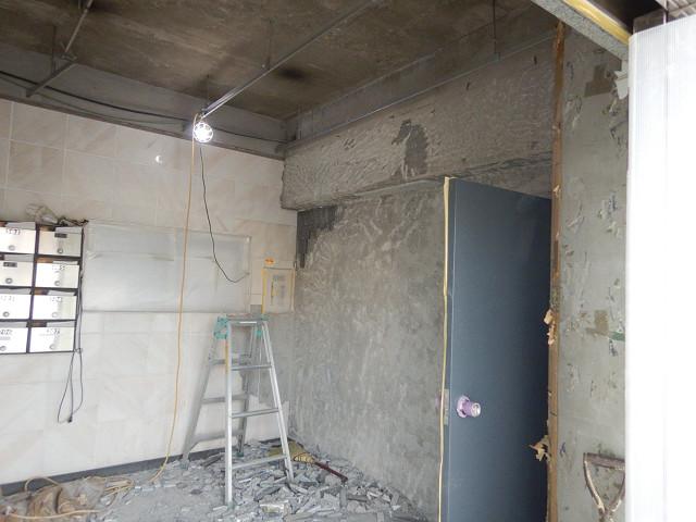 1.エントランス天井、壁解体1