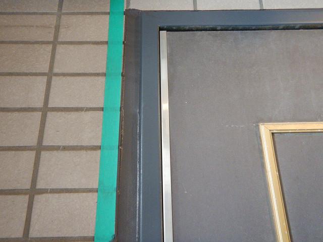 10.玄関扉周りシーリング打設