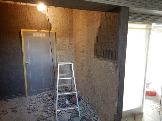 2.エントランス天井、壁解体2
