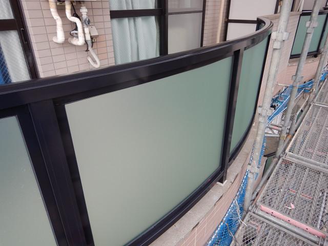 2.バルコニー腰壁目隠しパネル枠塗装2