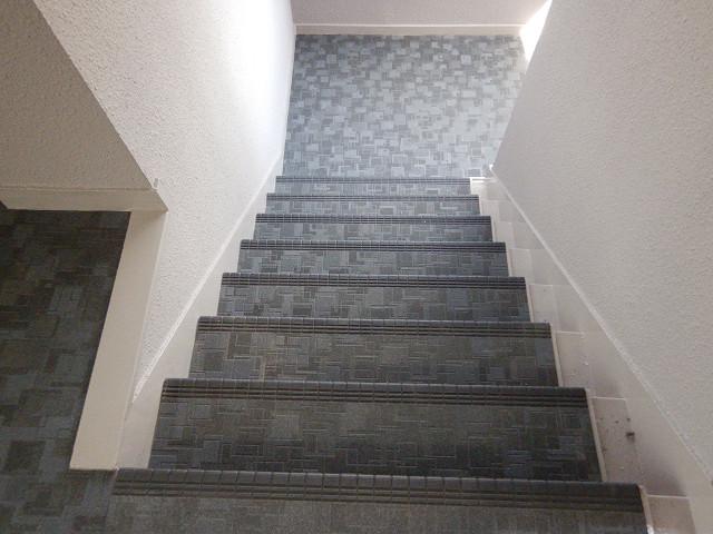 2.階段長尺シート貼り1