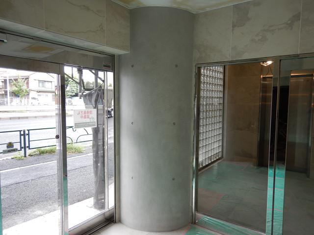 3.エントランス内円柱塗装