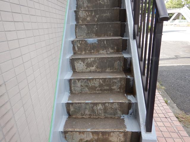 3.西面ルーフバルコニー前階段下地補修