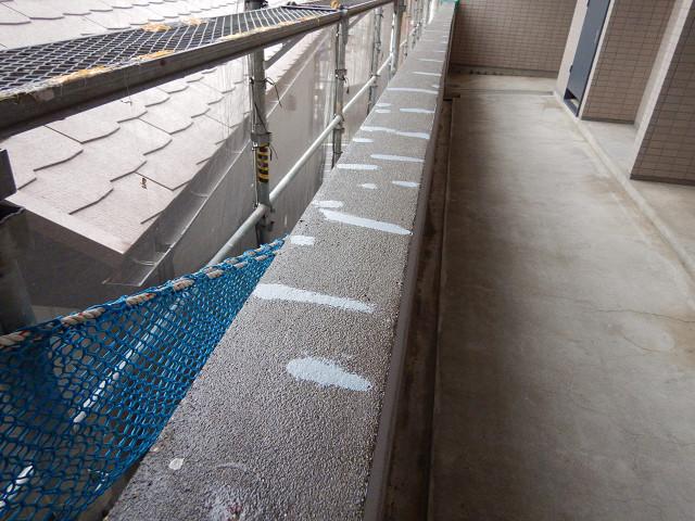 4.廊下腰壁笠木下地補修、プライマー塗布