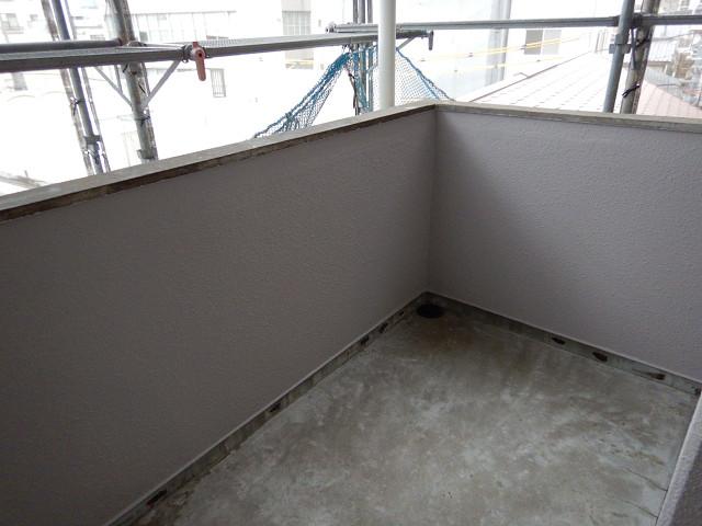 5.階段まわり腰壁塗装