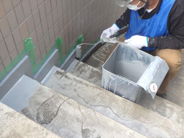 6.南面階段まわり巾木防水
