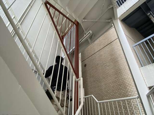 4.階段扉取付1